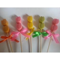 Brocheta tulipanes